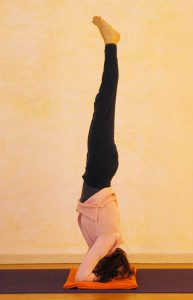 Yogaübung Kopfstand
