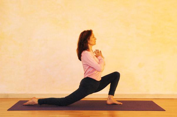 Yogaübung Halbmond Ausgangsposition