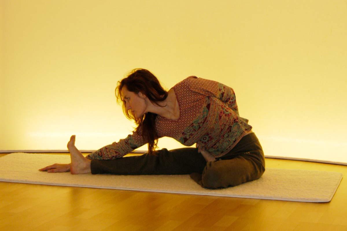 Yogaübung des Vorwärtsbeugens, Bewegungsphase