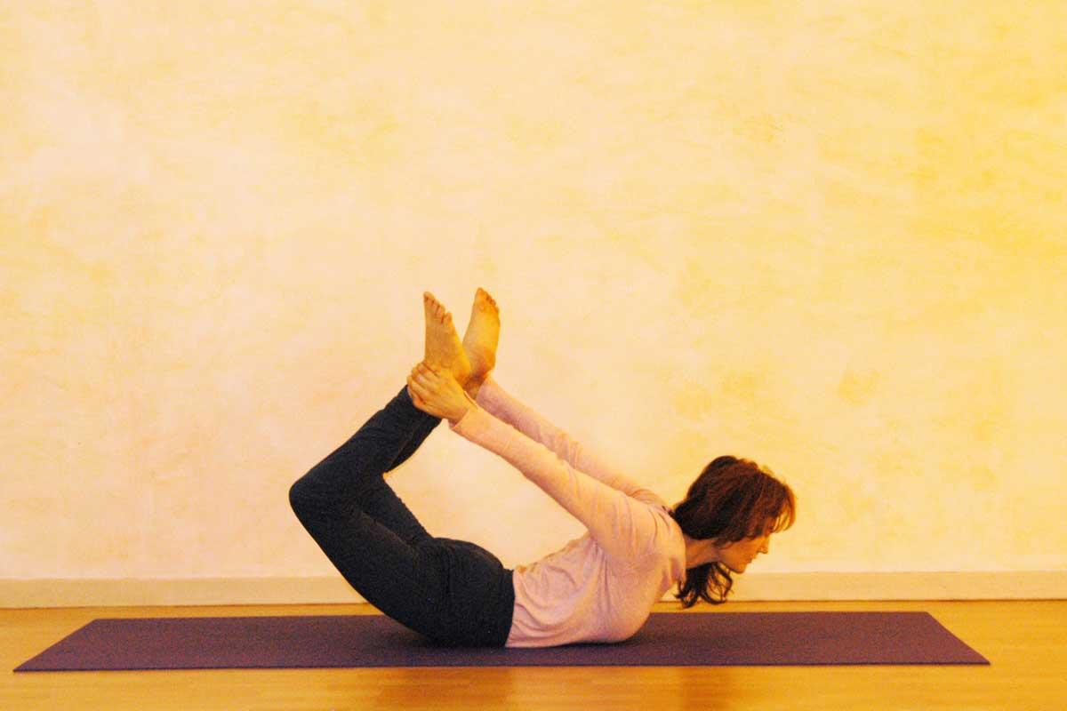 Yogaübung Bogen, erste Phase
