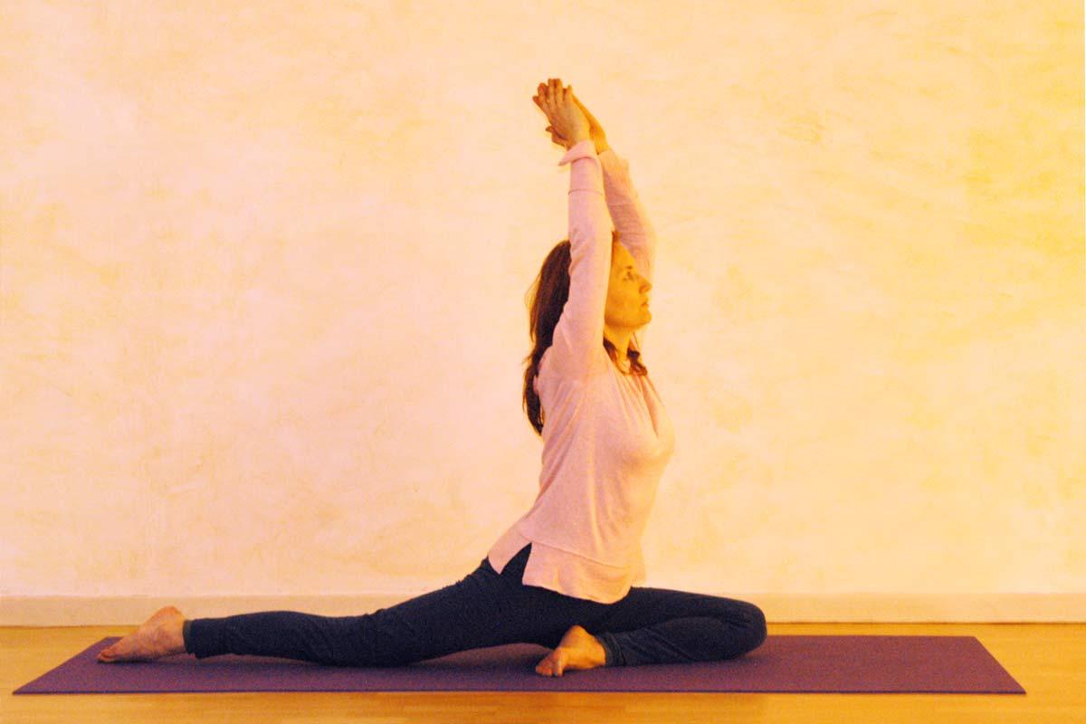 Vorbereitung für die Yogaübung Taube