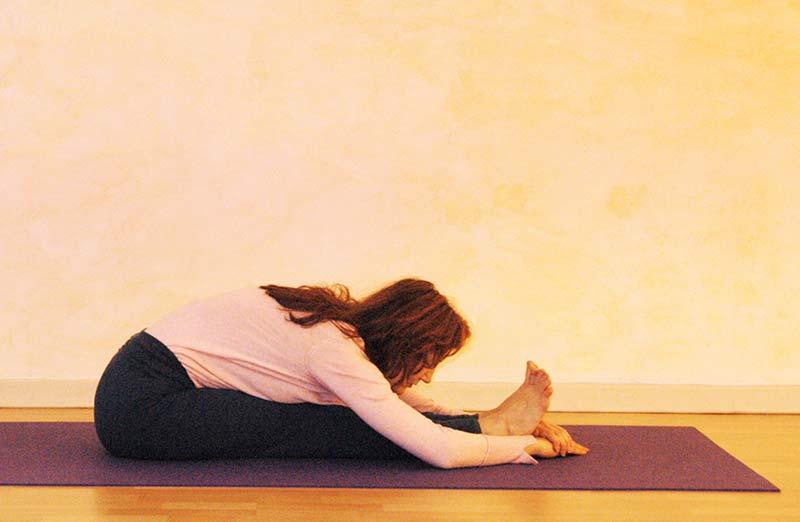 Yogaübung Kopf-Knie-Stellung