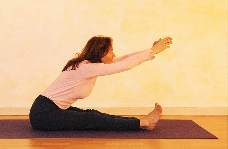 Yogaübung Kopf-Knie-Stellung Vorbereitung